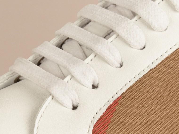 House check/bianco ottico Sneaker in pelle con dettagli check - cell image 1