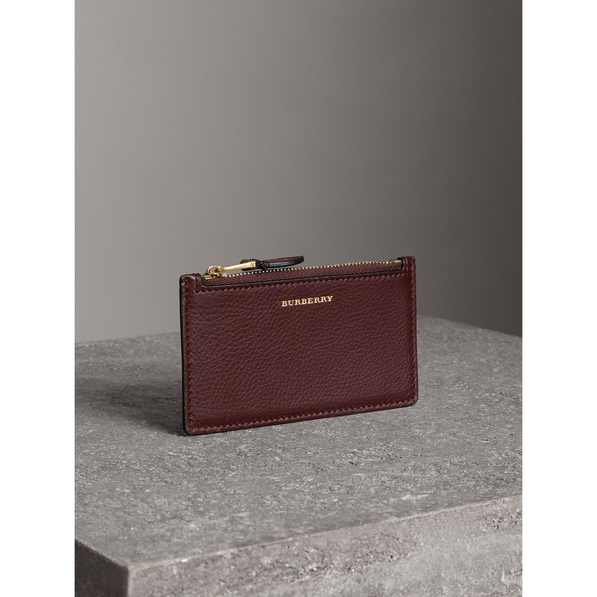 Porte-cartes zippé en cuir bicolore (Bordeaux Intense) | Burberry Canada - photo de la galerie 4