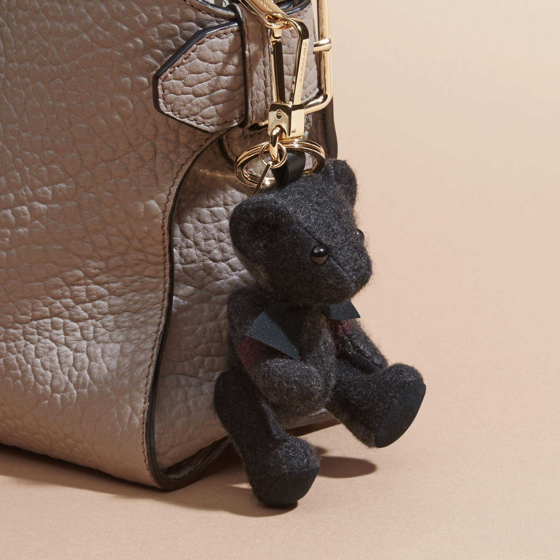 Anthracite Bijou porte-clés Thomas Bear en cachemire à motif check Anthracite - photo de la galerie 3