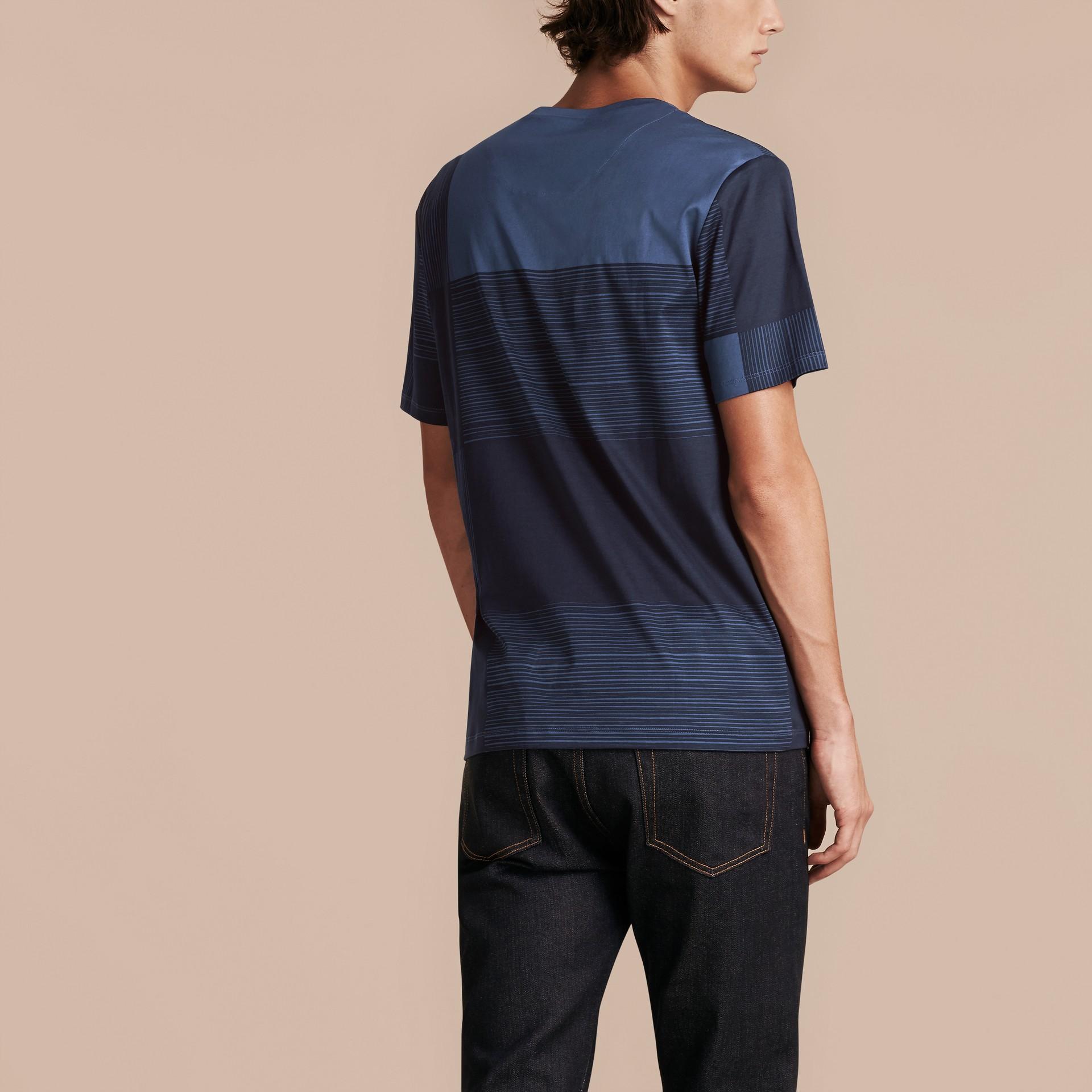 Navy T-shirt in cotone con motivo check stampato Navy - immagine della galleria 3