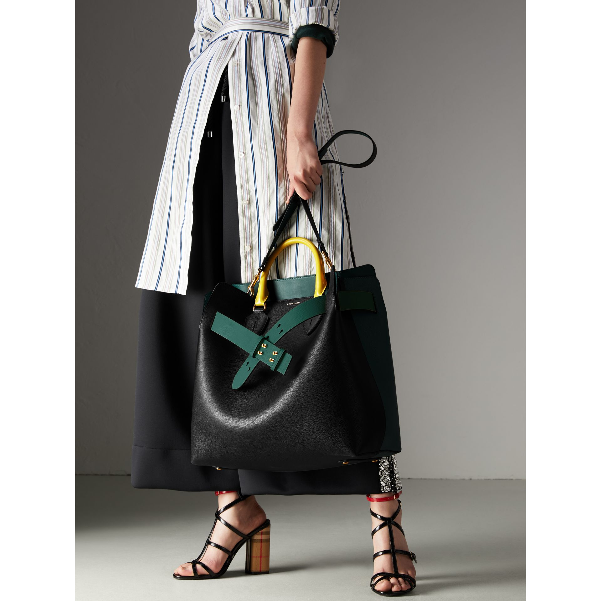 The Large Belt Bag aus Leder in Dreitonoptik (Schwarz/seegrün) | Burberry - Galerie-Bild 7