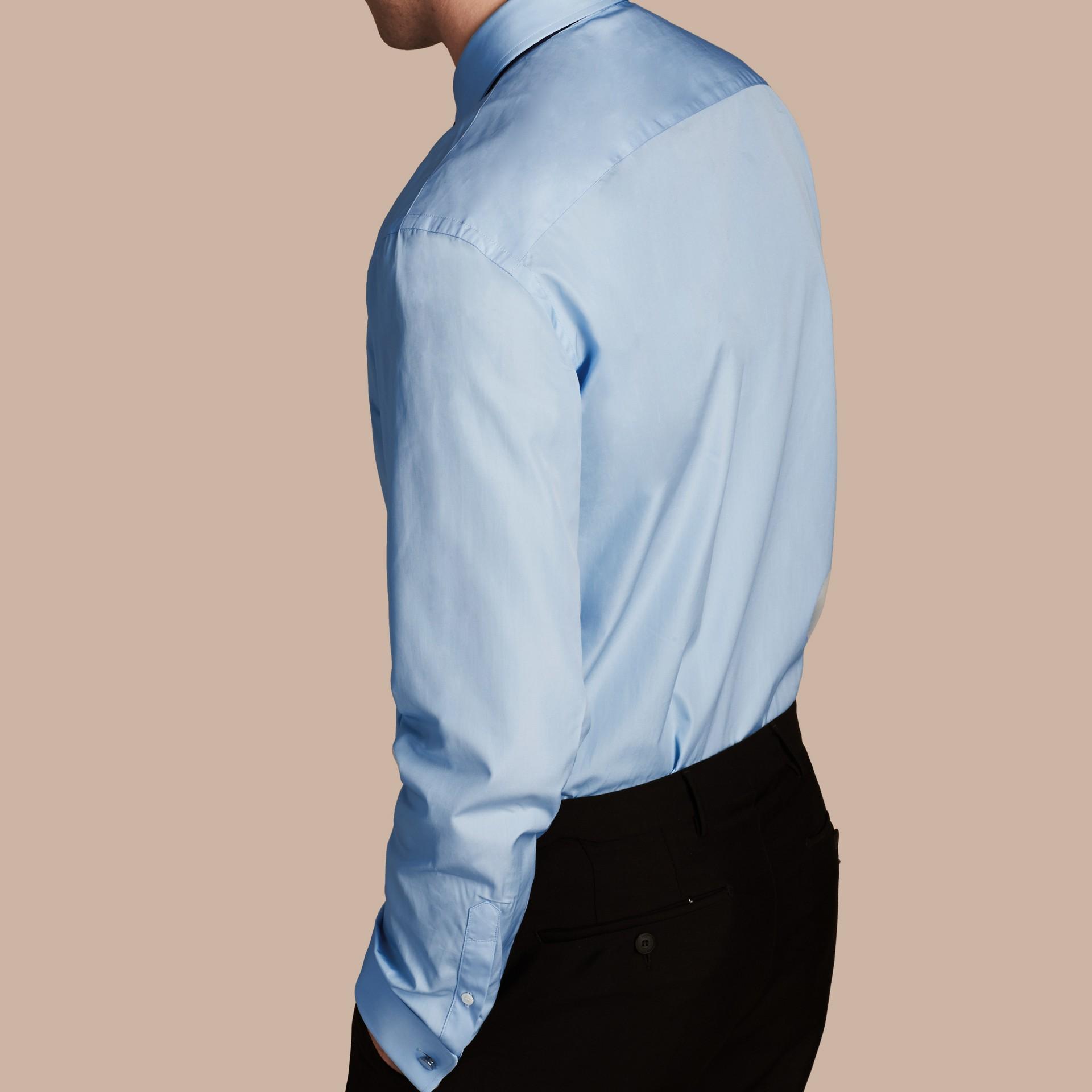 Azul urbano Camisa de popeline de algodão com corte moderno e punhos duplos Azul Urbano - galeria de imagens 3