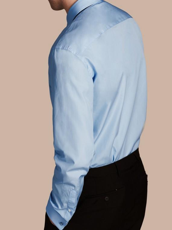 Azul urbano Camisa de popeline de algodão com corte moderno e punhos duplos Azul Urbano - cell image 2