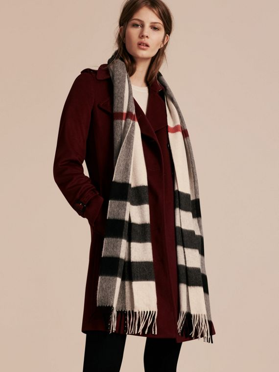 Stone check The Large Classic Cashmere Scarf in Check Stone - cell image 2