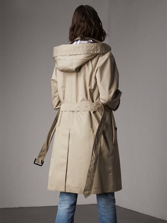 Abrigo tres cuartos en mezcla de algodón con capucha de quita y pon (Piedra) - Mujer | Burberry - cell image 2