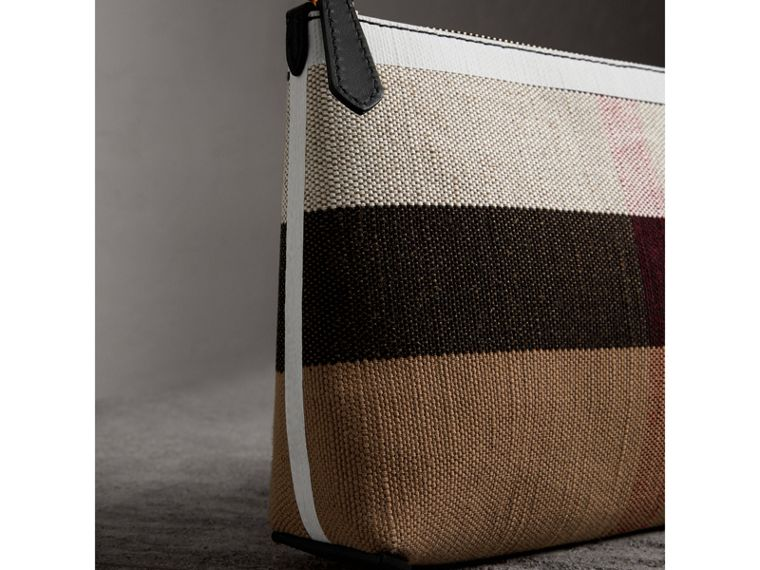 Pochette con cerniera media con motivo Canvas check e dettagli in pelle (Nero/bianco) - Donna | Burberry - cell image 1