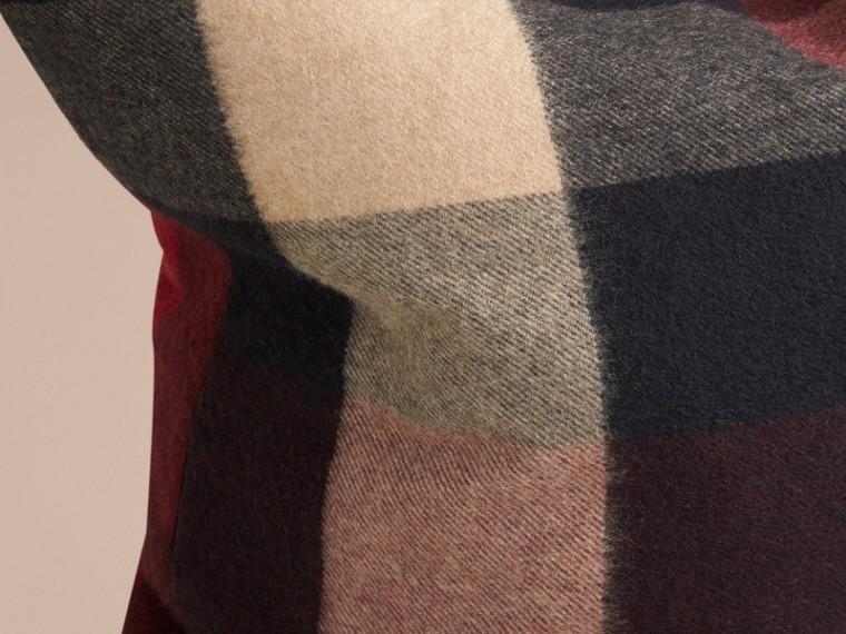Rosso violetto Copricuscino in cashmere con motivo check Rosso Violetto - cell image 1