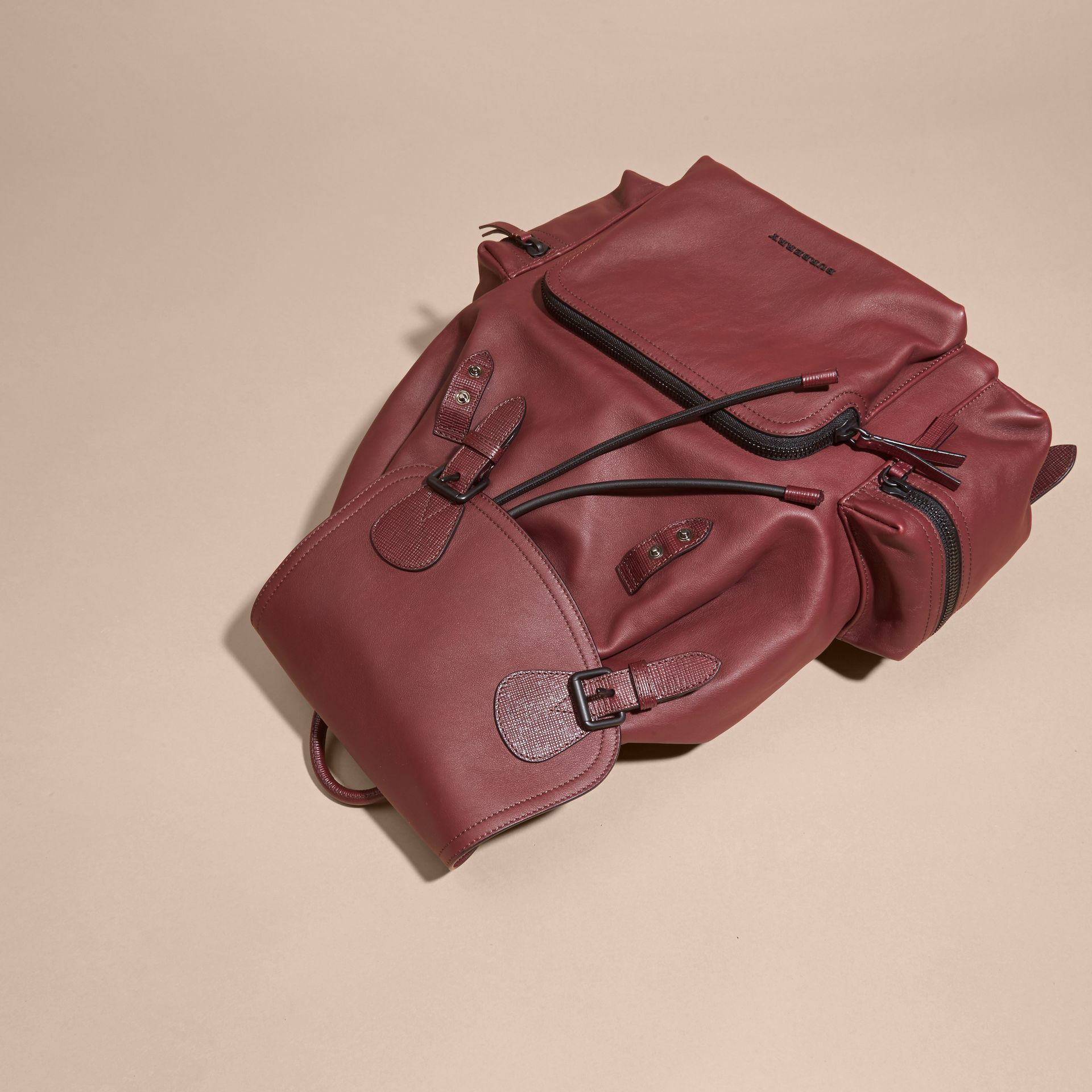 The Large Rucksack in Water-repellent Leather Burgundy Red - gallery image 8