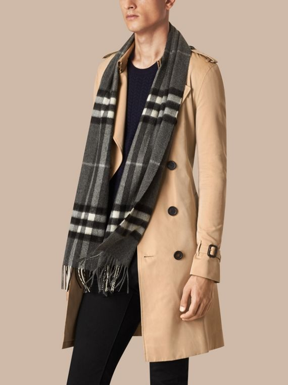 Mid grey The Classic Cashmere Scarf in Check Mid Grey - cell image 3