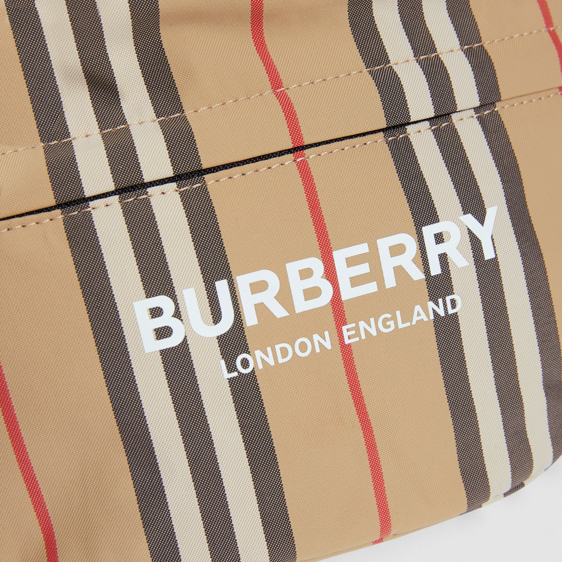 Sac banane convertible à rayures iconiques et Vintage Check (Beige D'archive) - Enfant | Burberry - photo de la galerie 1