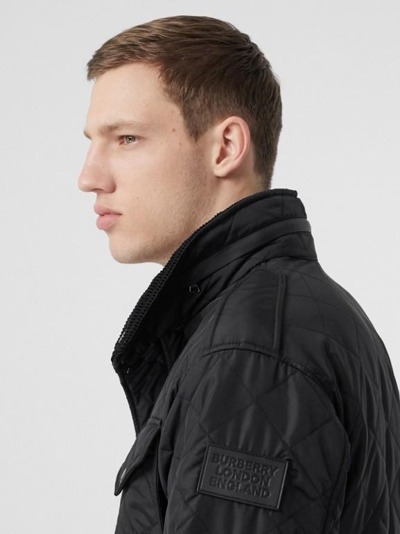 Jaqueta estilo militar termorregulada em matelassê com capuz embutido (Preto) - Homens | Burberry - cell image 1