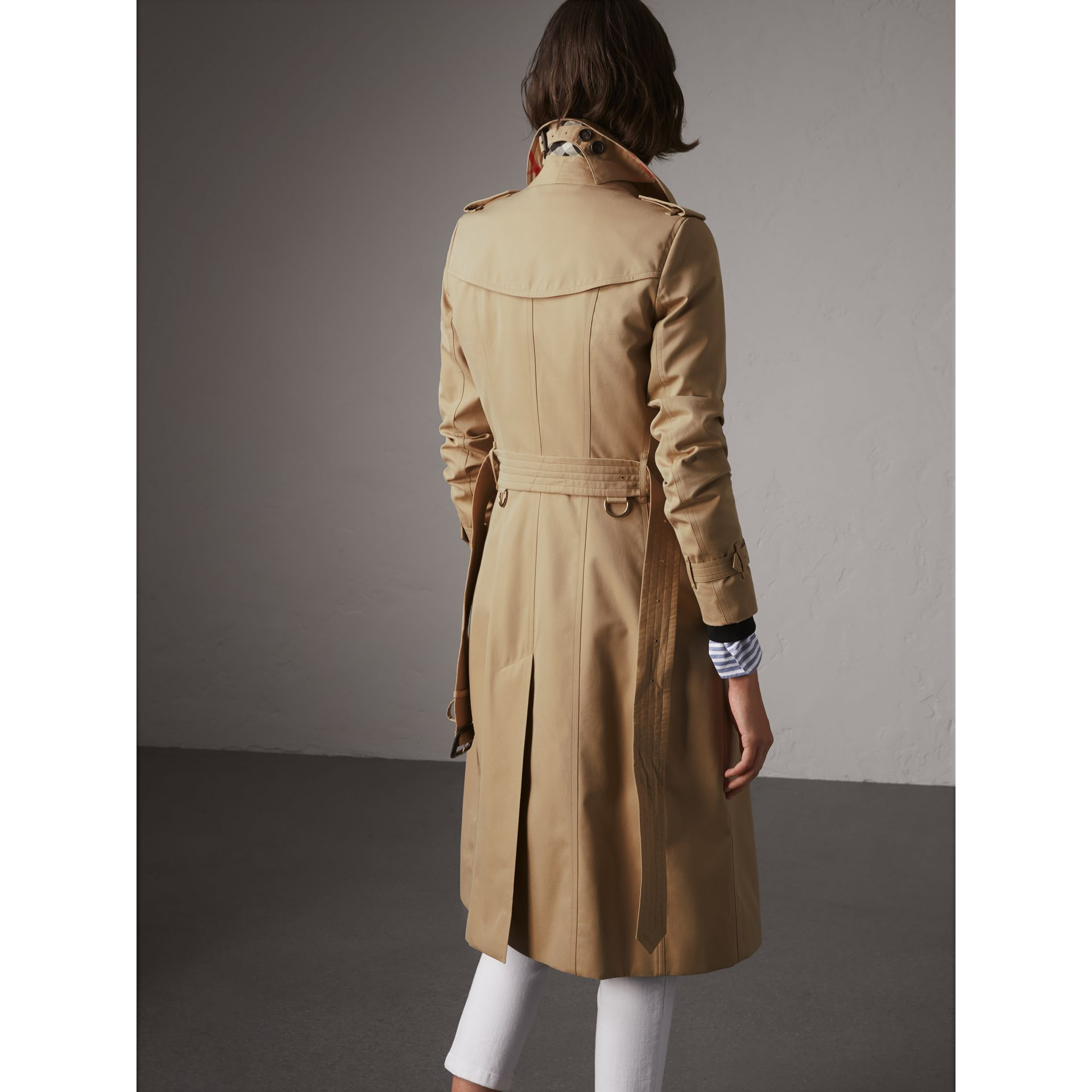 The Chelsea – Extra-long Trench Coat in Honey - Women | Burberry Hong Kong - gallery image 2