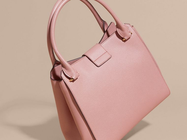 The Medium Buckle Tote in Grainy Leather in Dusty Pink - cell image 4