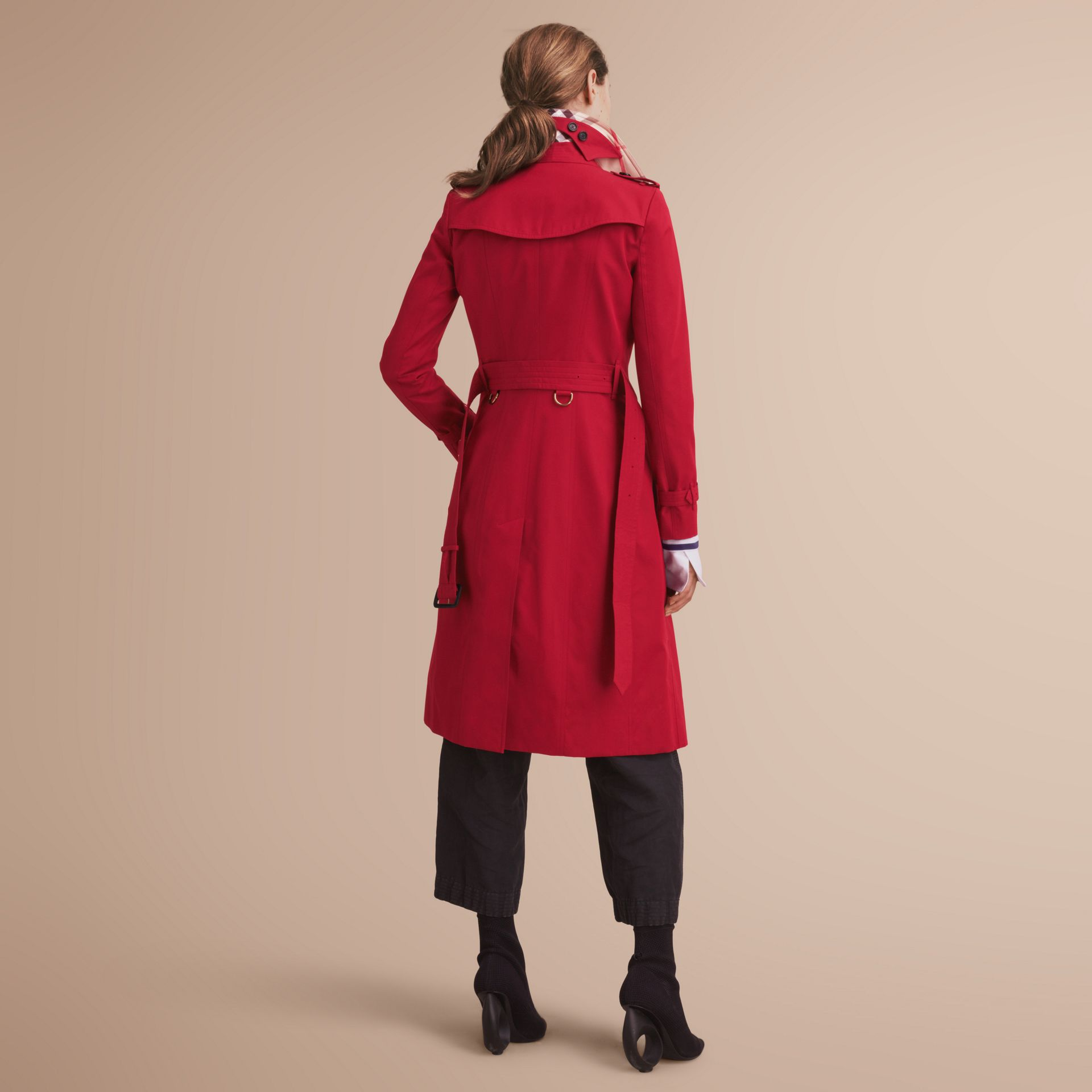 The Chelsea – Extra-long Heritage Trench Coat in Parade Red - Women | Burberry - gallery image 3