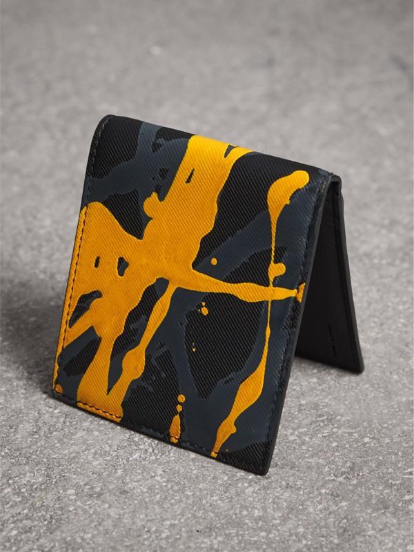 Складной бумажник из кожи Trench с принтом Splash, модель для банкнот всех валют (Черный / Принт) - Для мужчин | Burberry - cell image 2