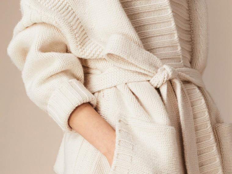 Bianco Cardigan in cashmere lavorato a maglia con cintura - cell image 4