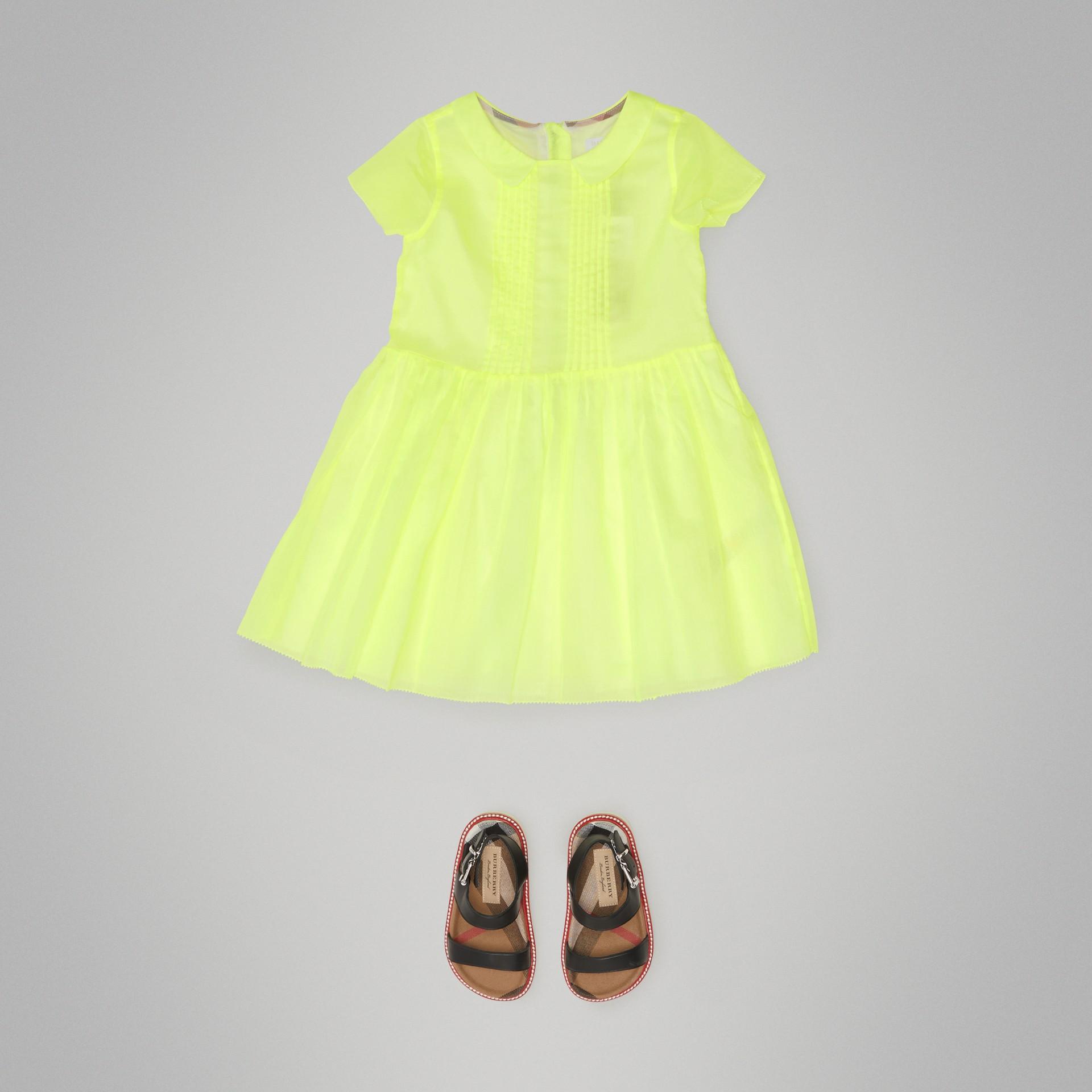 Vestitino in voile di cotone con plissettatura (Giallo Neon) | Burberry - immagine della galleria 2