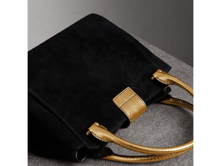 Sac tote The Buckle moyen en cuir velours et peau de serpent (Noir/or) - Femme | Burberry - cell image 4