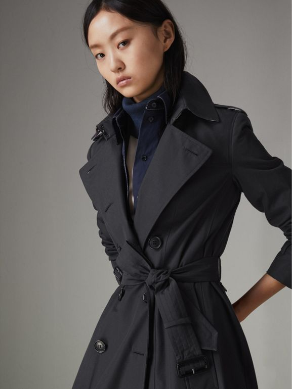 The Long Chelsea Heritage Trench Coat in Midnight - Women | Burberry United Kingdom - cell image 1