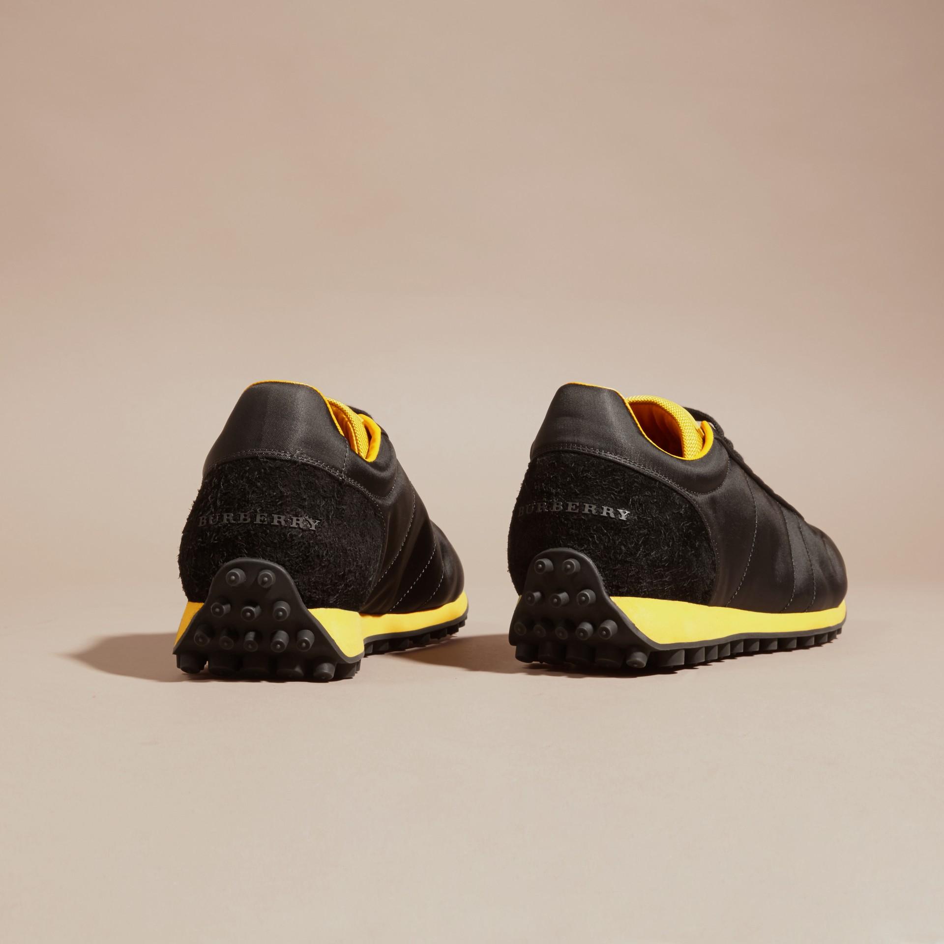 Nero/giallo bruciato Sneaker tecniche con finiture effetto texture Nero/giallo Bruciato - immagine della galleria 4