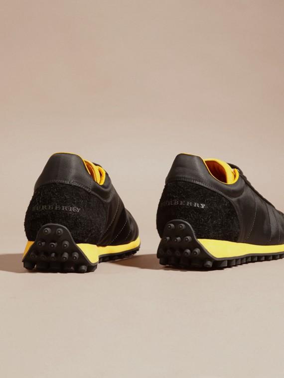 Nero/giallo bruciato Sneaker tecniche con finiture effetto texture Nero/giallo Bruciato - cell image 3