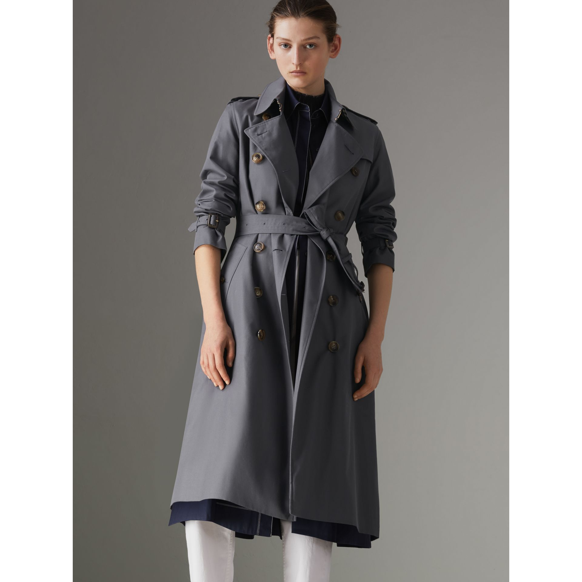 The Long Kensington Heritage Trench Coat in Mid Grey - Women | Burberry Australia - gallery image 5