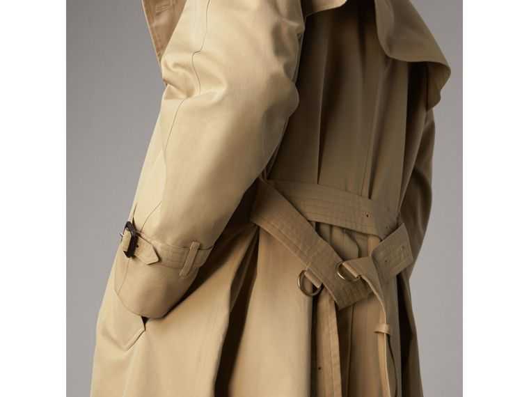 The Westminster – Extra-long Heritage Trench Coat in Honey - Men | Burberry Hong Kong - cell image 4