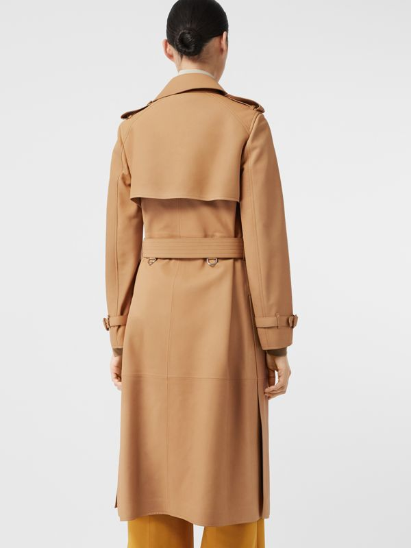 Trench coat a scialle in pelle di agnello (Caramello) - Donna | Burberry - cell image 2