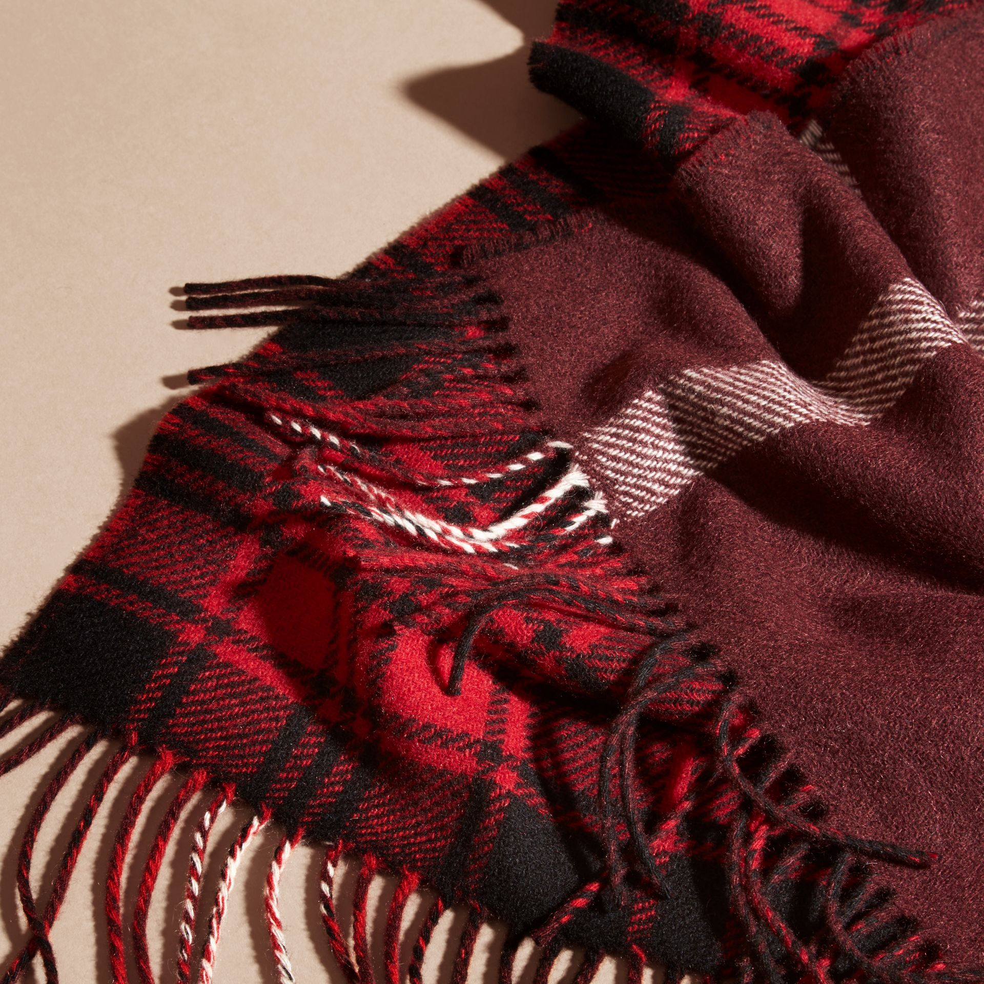 Deep red The Reversible Cashmere Scarf in Tartan Check Deep Red - gallery image 2