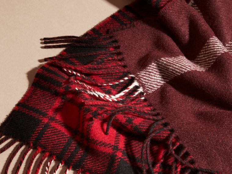 Deep red The Reversible Cashmere Scarf in Tartan Check Deep Red - cell image 1