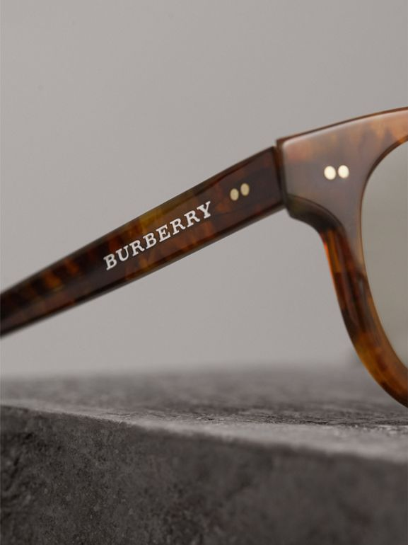 The Keyhole Round Frame Sunglasses in Vintage Tortoiseshell/brown | Burberry Hong Kong - cell image 1