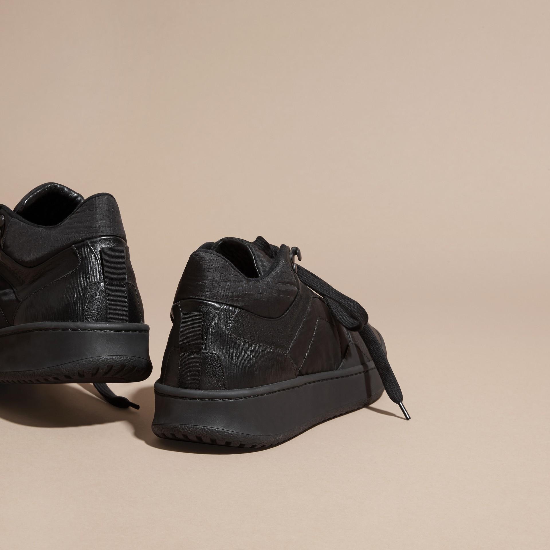 Nero Sneaker in pelle e tessuto antistrappo - immagine della galleria 4