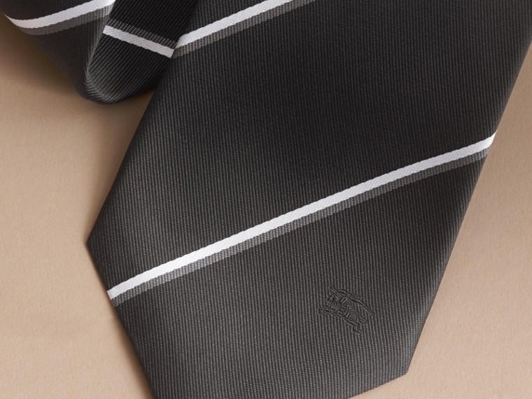 Cravate classique en soie à rayures, tissée en jacquard (Noir) - cell image 1