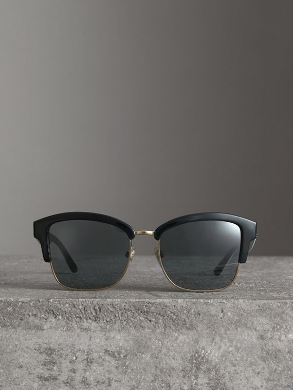Doodle Square Frame Sunglasses in Black - Women | Burberry United Kingdom - cell image 2