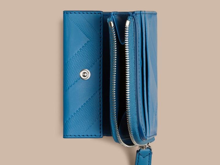 Azul azure Carteira dobrável de couro com padrão xadrez em relevo Azul Azure - cell image 4