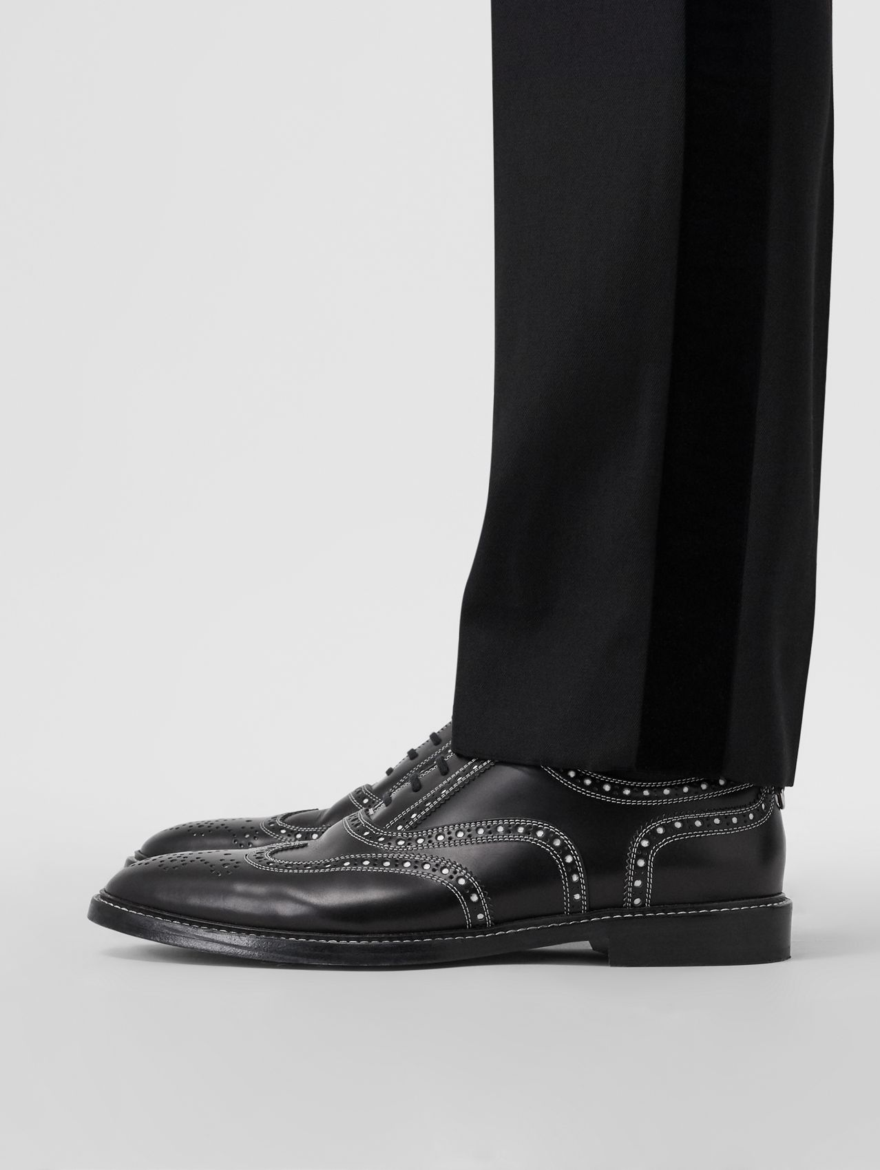D-ring Detail Two-tone Leather Oxford Brogues in Black/white