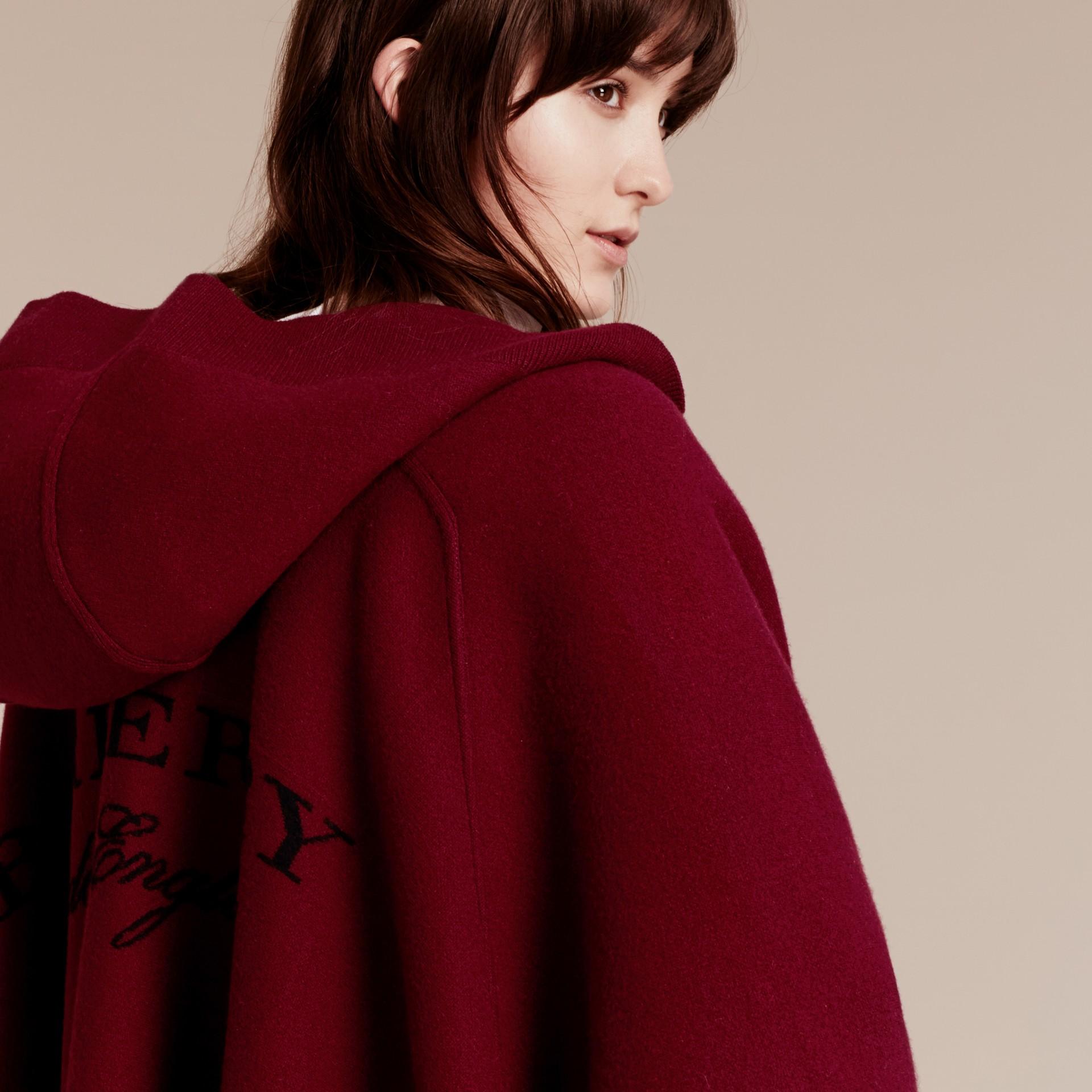 Rouge intense Poncho à capuche en laine et cachemire mélangés Rouge Intense - photo de la galerie 5