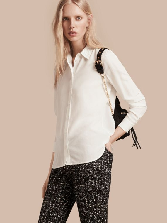 Camisa en seda con cuello de encaje Blanco