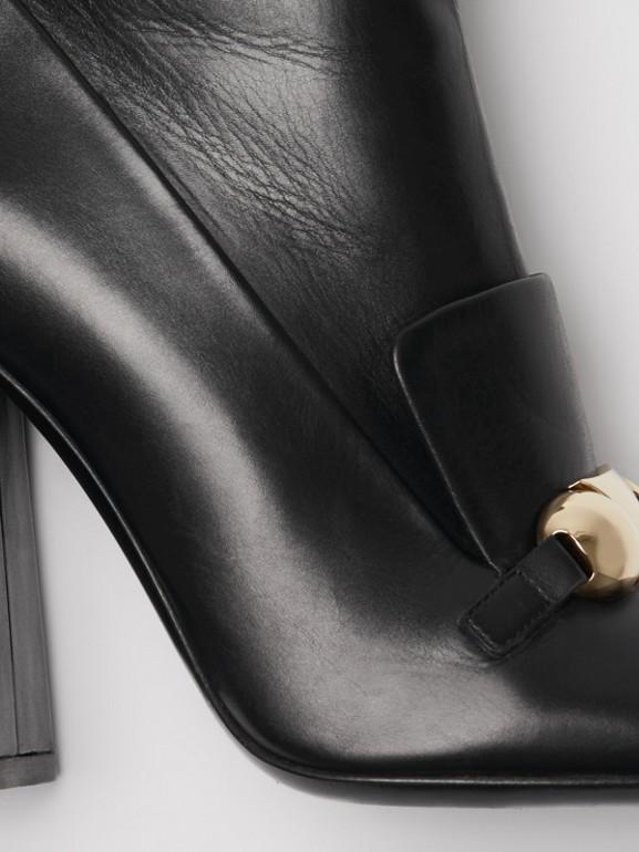 Bottines en cuir avec bride cloutée (Noir) - Femme | Burberry - cell image 1