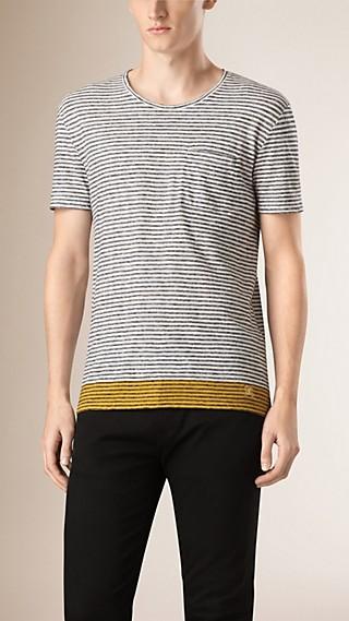 Camiseta listrada de linho e algodão com bainha contrastante
