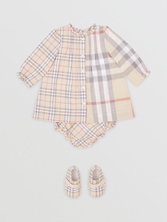 Vestitino e pantaloncini bloomer in cotone con motivi tartan a contrasto (Pietra Pallido)