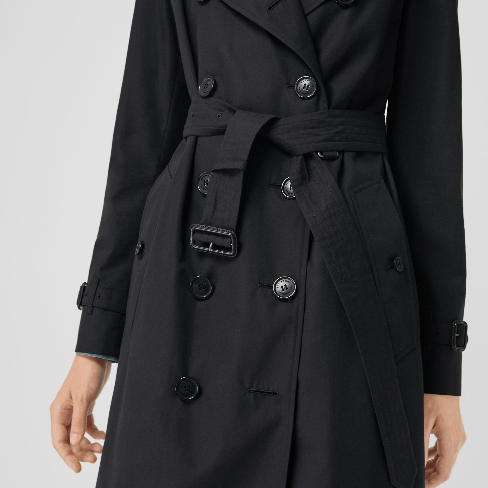 The Kensington Heritage Trench Coat in Midnight - Women | Burberry Singapore - gallery image 4