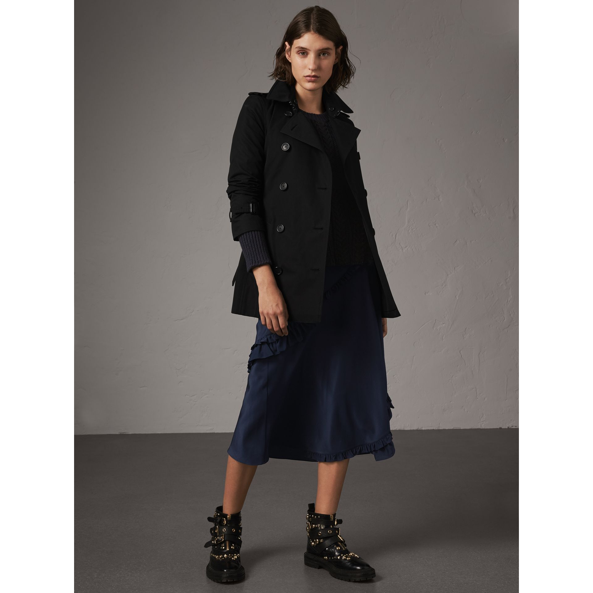 The Kensington – Short Trench Coat in Black - Women | Burberry - gallery image 0