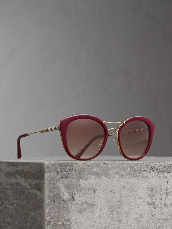 Check Detail Round Frame Sunglasses in Burgundy