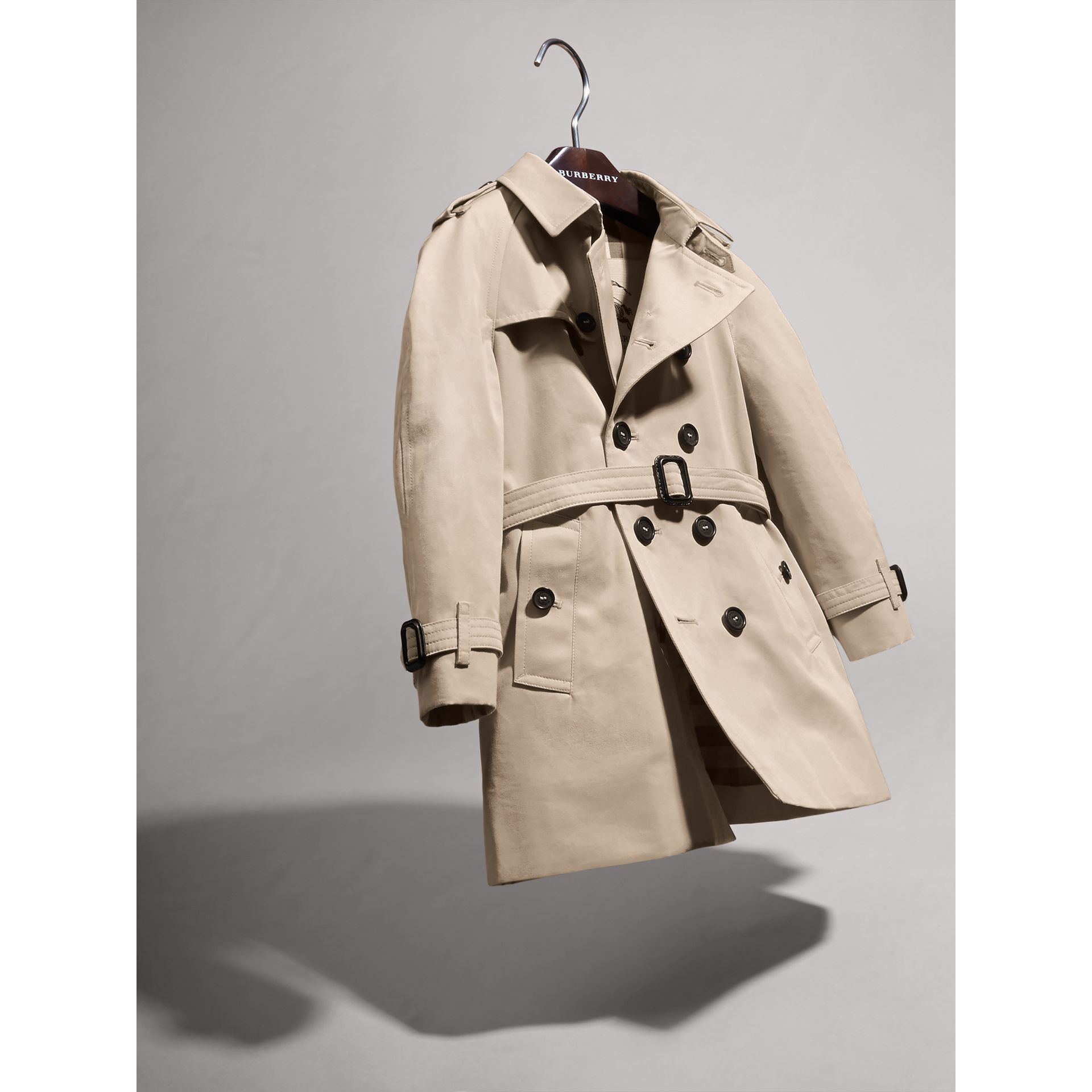 The Wiltshire – Heritage Trench Coat in Stone | Burberry Australia - gallery image 3