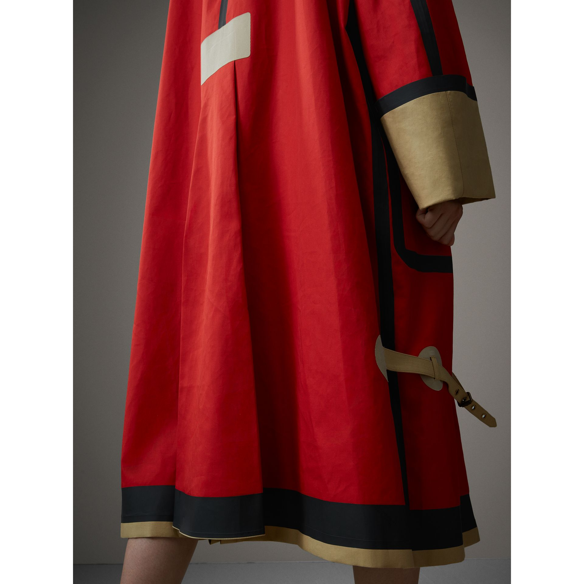 Bonded Cotton Oversized Seam-sealed Car Coat in Red/beige - Women | Burberry Singapore - gallery image 1