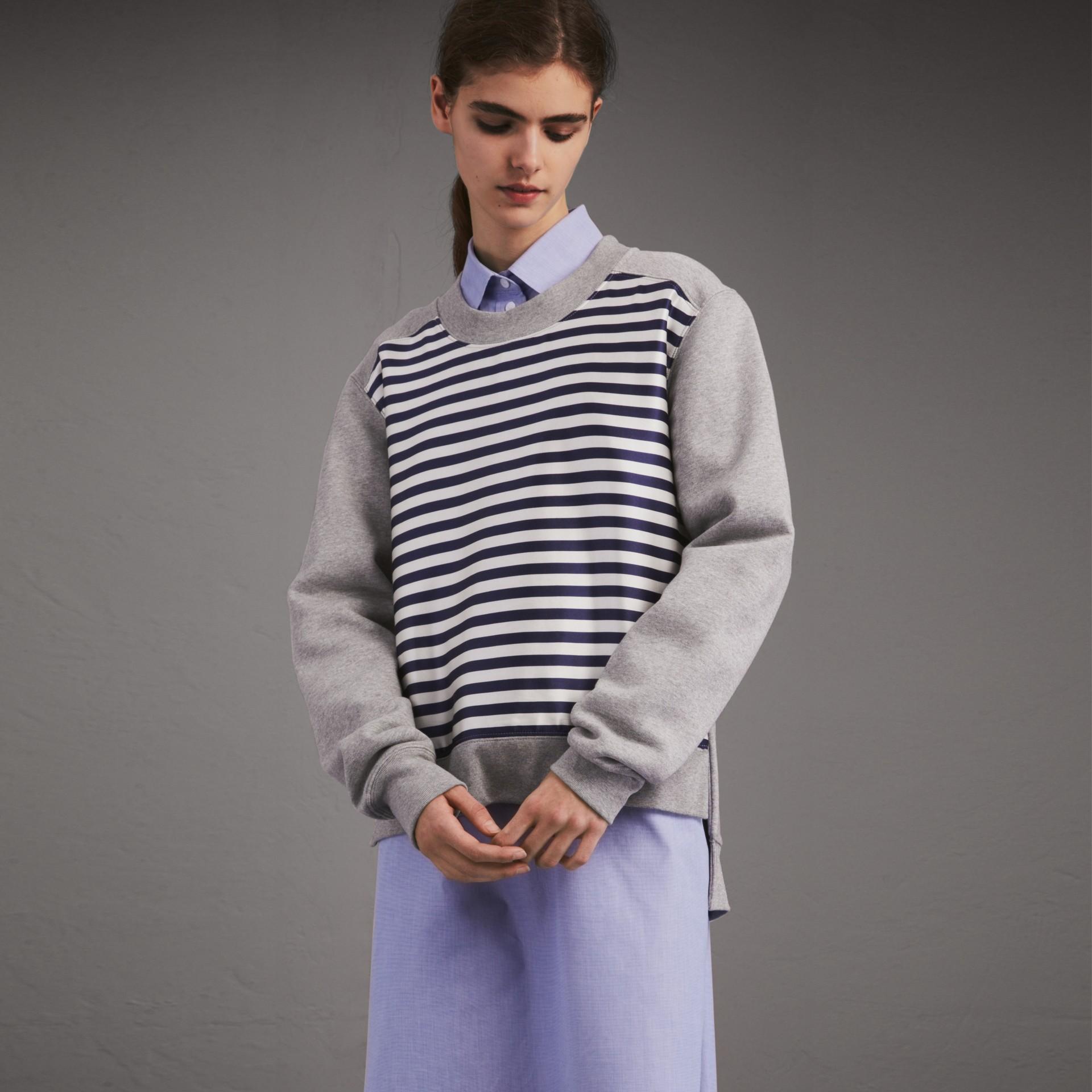 Unisex-Sweatshirt mit Streifenpanel aus Baumwollseide (Grau Meliert) - Damen | Burberry - Galerie-Bild 1