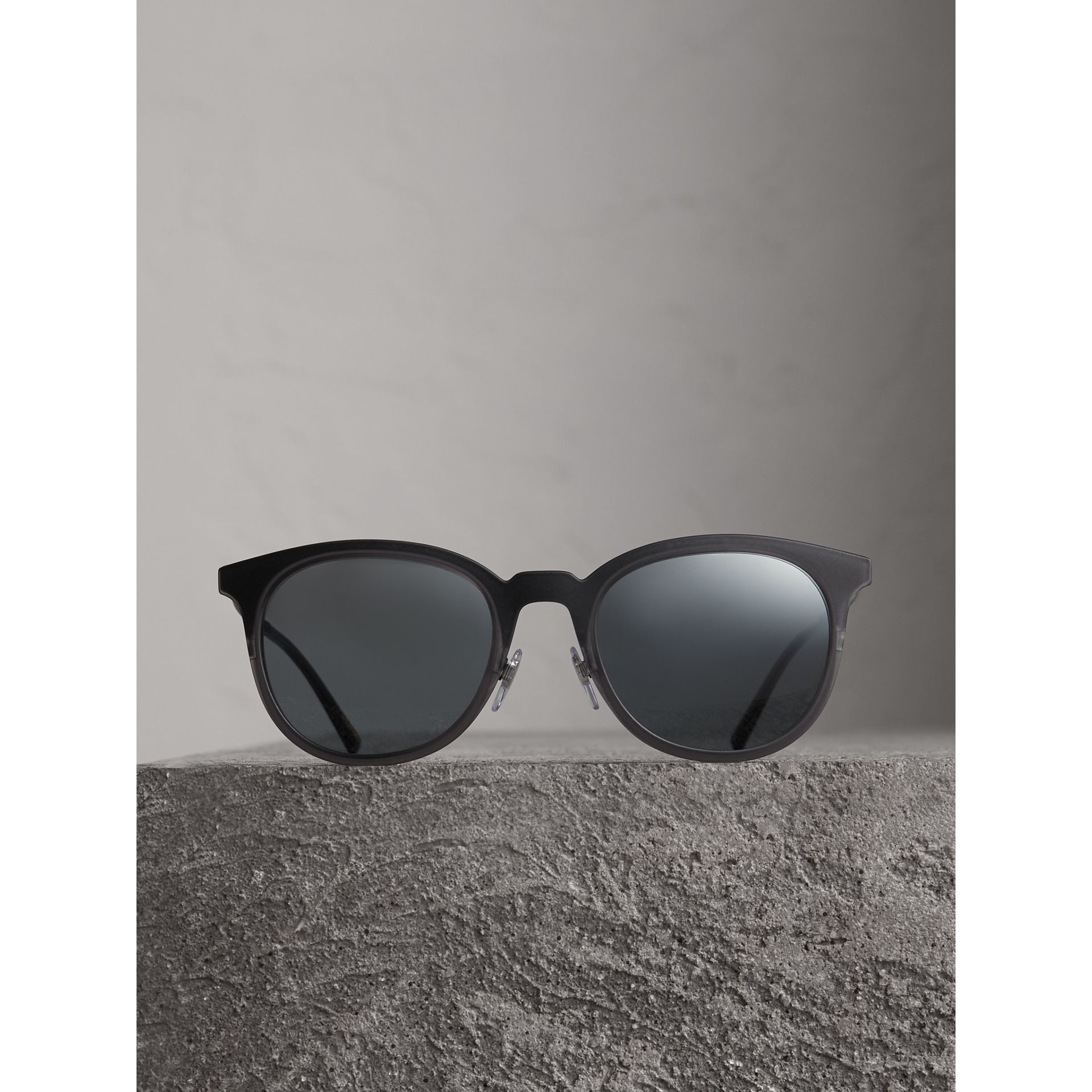 Round Frame Sunglasses in Grey - Men | Burberry Canada - gallery image 3