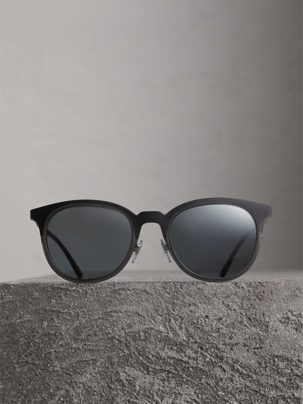 Round Frame Sunglasses in Grey - Men | Burberry Canada - cell image 3