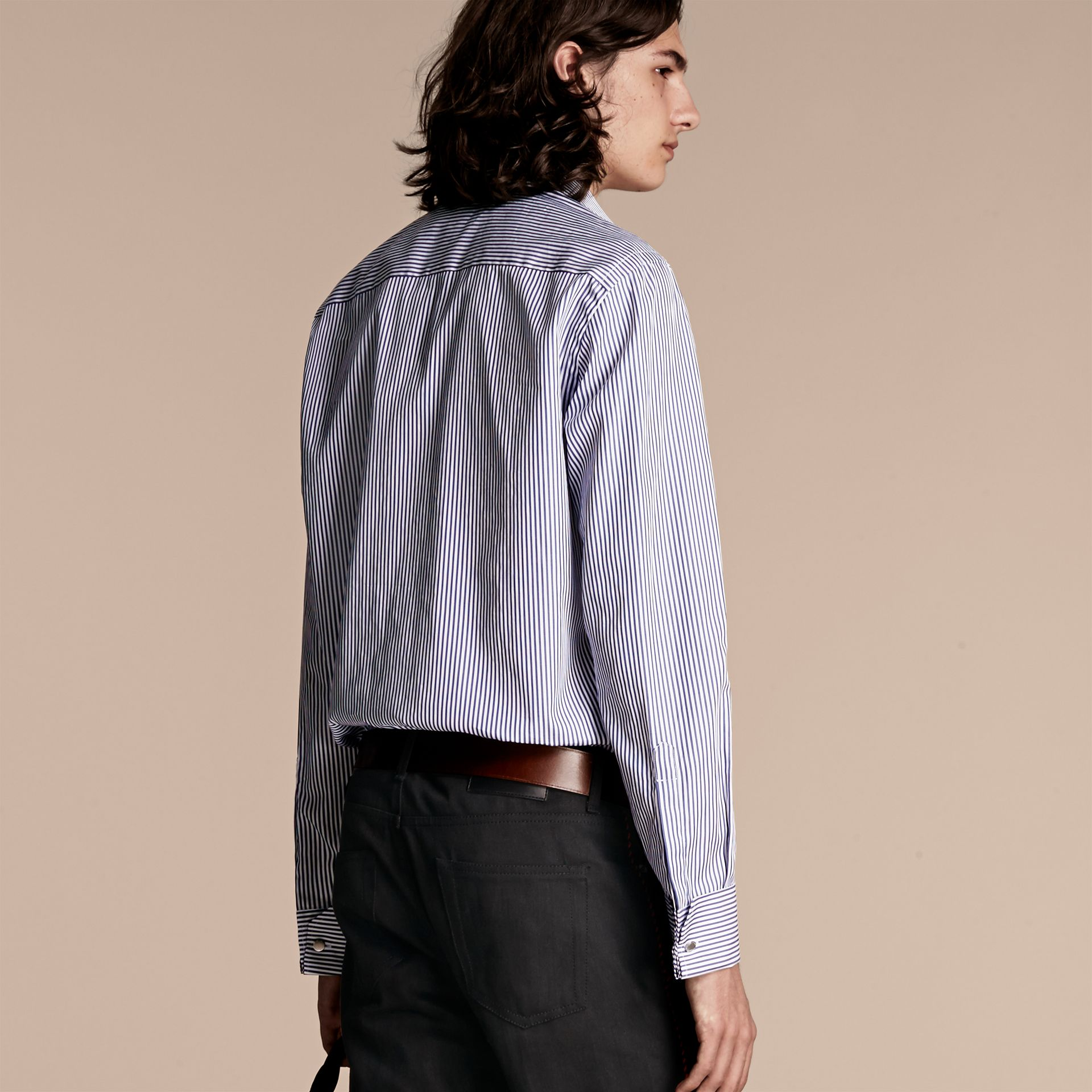 Indaco medio Camicia in cotone a righe con arricciature - immagine della galleria 3